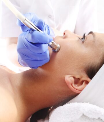 Microdermabrasion,.relaxed,Woman,During,A,Microdermabrasion,Treatment,In,Beauty,Salon
